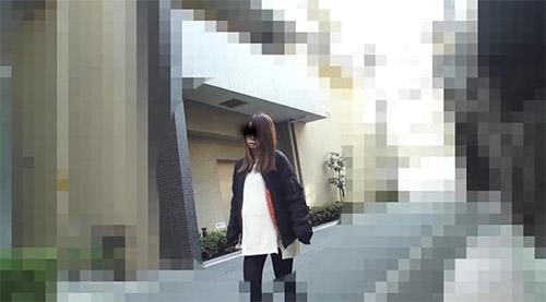 歩いている伊藤洋子さん