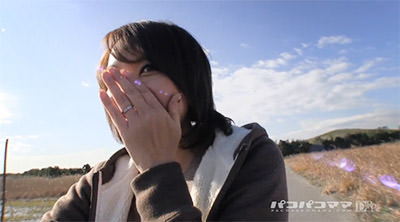 神埼久美さんの左薬指には結婚指輪