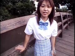 長瀬愛の私立学校の制服